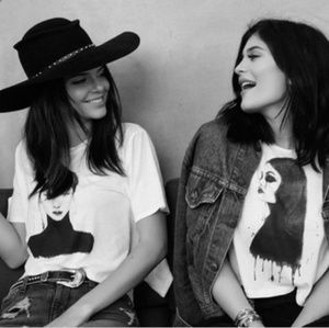 🍁Kendall & Kylie graphic crop